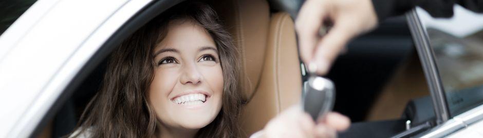 Femme dans une voiture