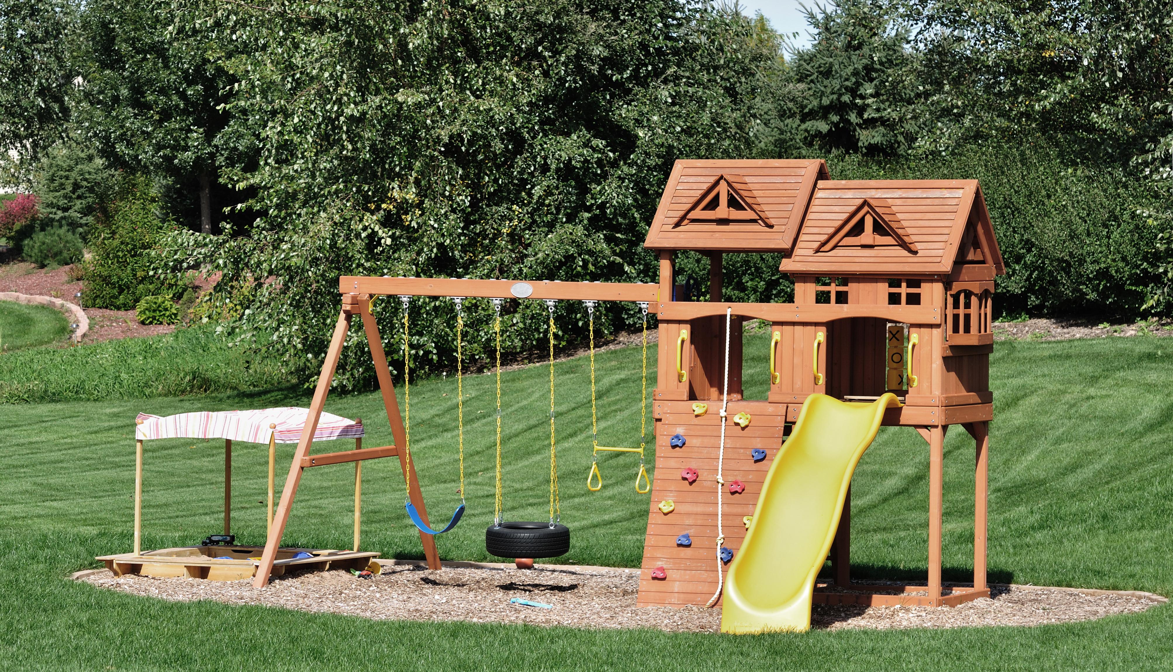 jardin am nager un espace de jeux pour les enfants. Black Bedroom Furniture Sets. Home Design Ideas