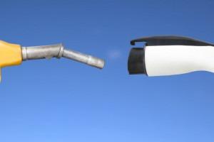 Pompe à essence contre un chargeur voiture électrique