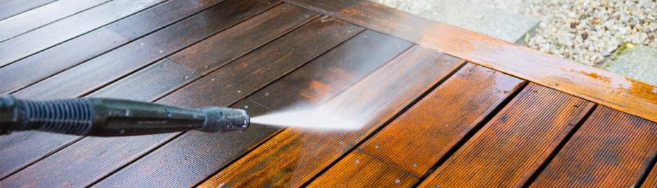 Nettoyage d'une terrasse en bois